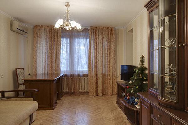 4-комн. квартира на 8 человек, улица Маршала Тимошенко, 18, Киев - Фотография 1