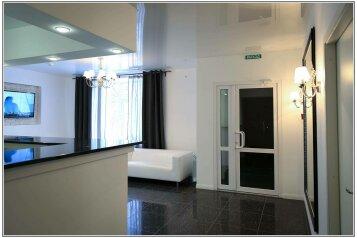 Отель , улица Льва Шатрова, 23 на 16 номеров - Фотография 3