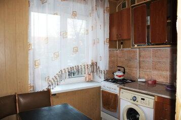 2-комн. квартира на 6 человек, улица Иванова, 58, Троицк - Фотография 2