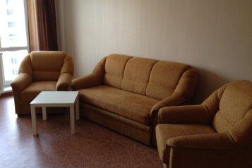 2-комн. квартира, 50 кв.м. на 4 человека, проспект Ермакова, 10, Центральный район, Новокузнецк - Фотография 1