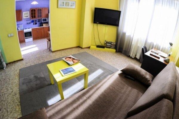 1-комн. квартира, 60 кв.м. на 4 человека, проспект Ермакова, 11, Центральный район, Новокузнецк - Фотография 1