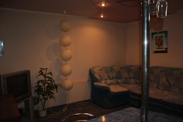 2-комн. квартира, 60 кв.м. на 4 человека, улица Ляхова, 5, Кировский район, Астрахань - Фотография 1