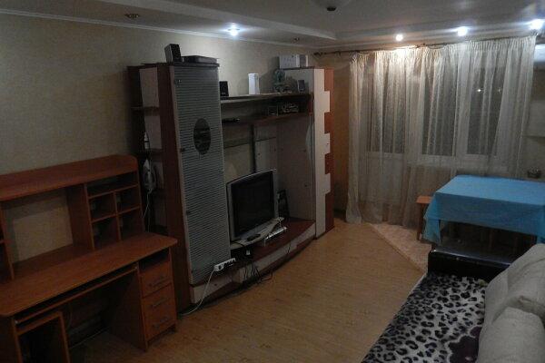 2-комн. квартира, 50 кв.м. на 4 человека, Вокзальная площадь, 1А, Кировский район, Астрахань - Фотография 1