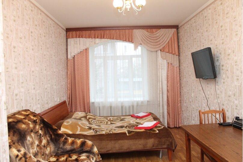 1-комн. квартира, 38 кв.м. на 4 человека, улица Черняховского, 67, метро Лиговский пр., Санкт-Петербург - Фотография 1