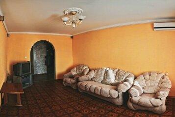 3-комн. квартира, 77 кв.м. на 6 человек, Комсомольская улица, 124/1, Оренбург - Фотография 1