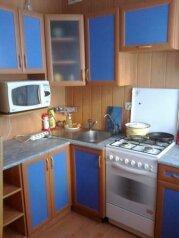 2-комн. квартира, 60 кв.м. на 2 человека, улица Академика Королева, 39, Астрахань - Фотография 1