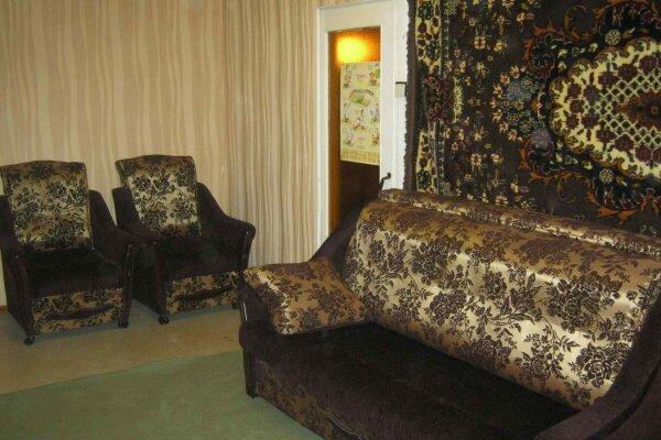 1-комн. квартира, 36 кв.м. на 3 человека, проспект Володарского, 36, Луга - Фотография 1