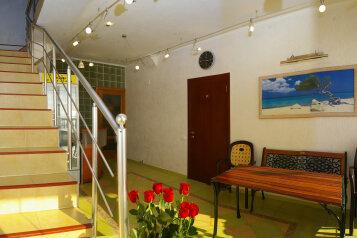 Частная гостиница, Азовская улица на 13 номеров - Фотография 1