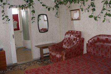 1-комн. квартира, 38 кв.м. на 3 человека, улица Козлова, 9, Пятигорск - Фотография 1
