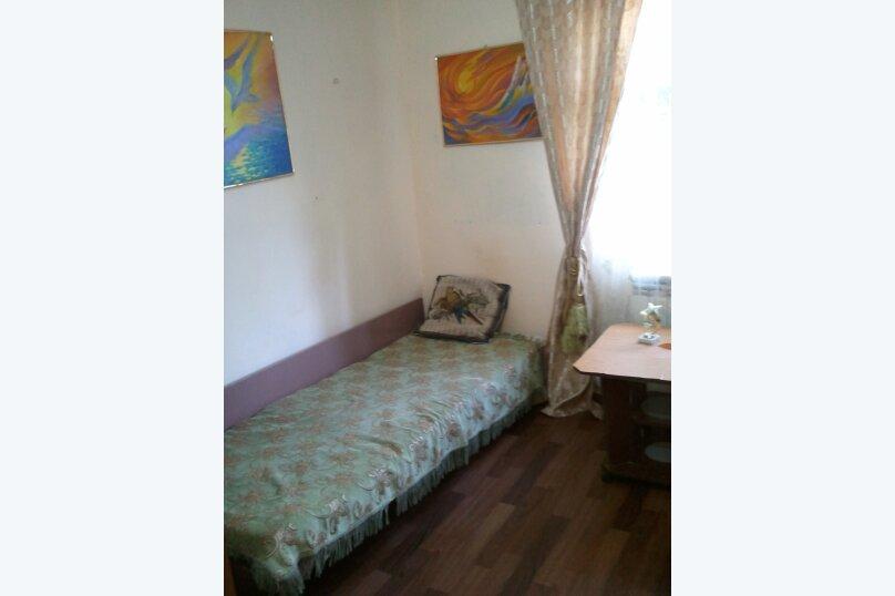 Комната по ул.Горького недорого на 50 человек, 2 спальни, улица Саранчева, 2, Алушта - Фотография 1