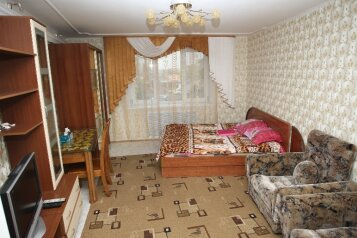 3-комн. квартира на 12 человек, улица Калинина, Владивосток - Фотография 1