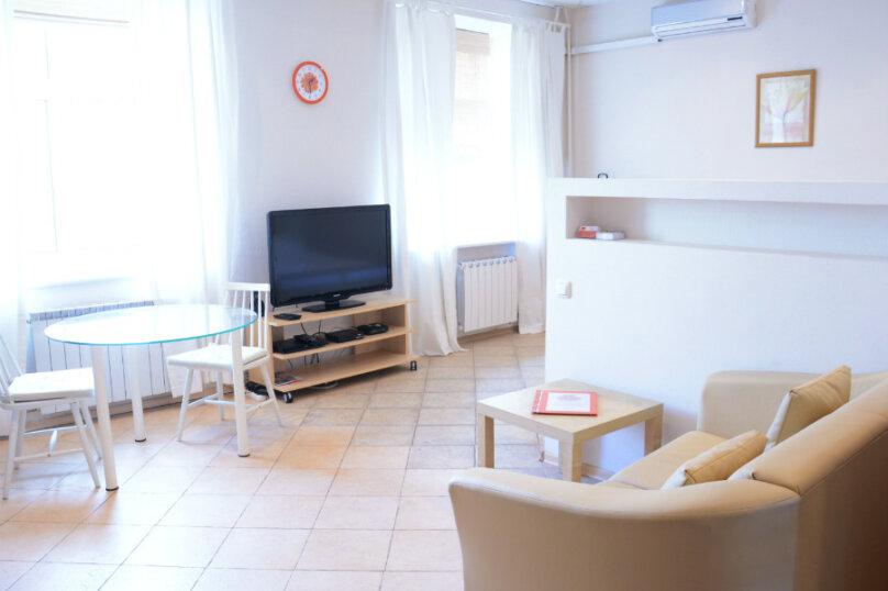 1-комн. квартира, 33 кв.м. на 3 человека, Смоленская-Сенная, 23-25, Москва - Фотография 1
