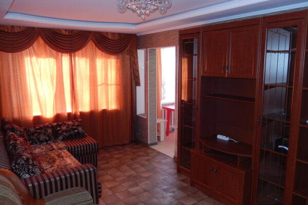 3-комн. квартира, 80 кв.м. на 7 человек, улица Николая Островского, 144, Советский район, Астрахань - Фотография 1