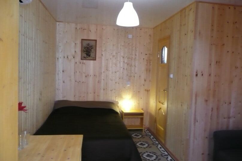 Кирпичный 4х местный со всеми удобствами 2 этаж, улица Калинина, 223, Ейск - Фотография 1