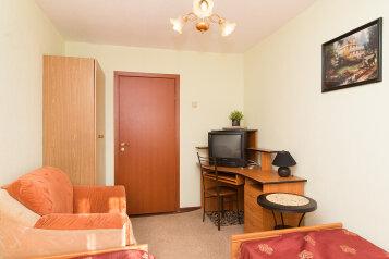 2-комн. квартира, 54 кв.м. на 4 человека, улица Ильича, 43, Курск - Фотография 4
