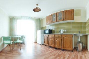 1-комн. квартира на 2 человека, проспект Комарова, 21к1, Омск - Фотография 1