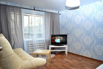 1-комн. квартира, 40 кв.м. на 5 человек, проспект имени Ю.А. Гагарина, 1-я линия, Златоуст - Фотография 1