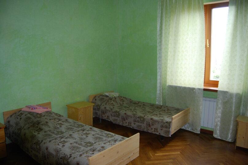 № 4 эконом на 2 этаже, улица Киевская, 19, Адлер - Фотография 1