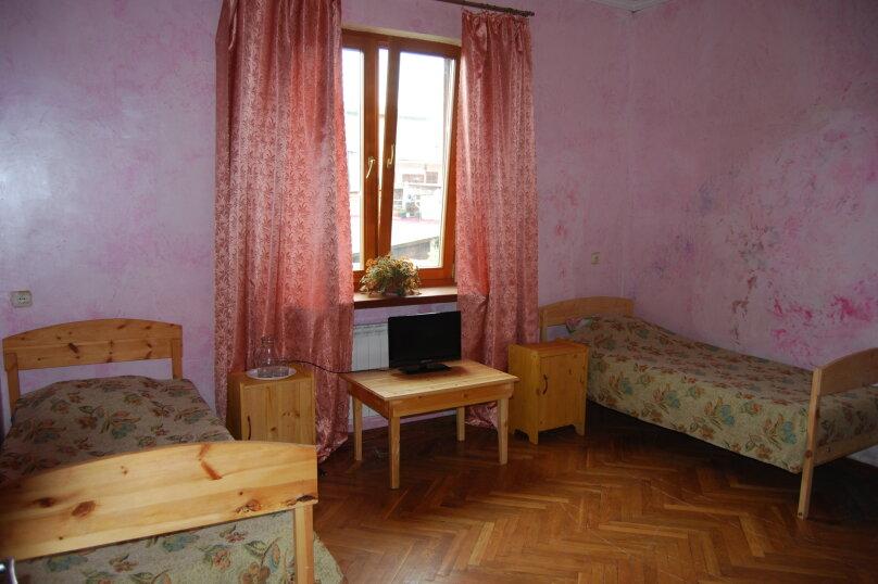 № 5 эконом на 2 этаже, улица Киевская, 19, Адлер - Фотография 1