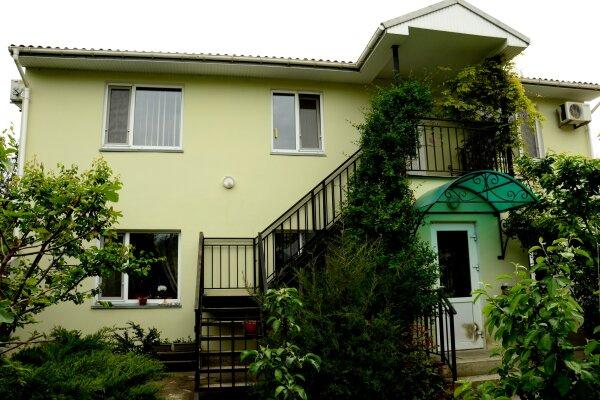 Двухкомнатный номер в частном секторе, сад!, 60 кв.м. на 5 человек, 2 спальни