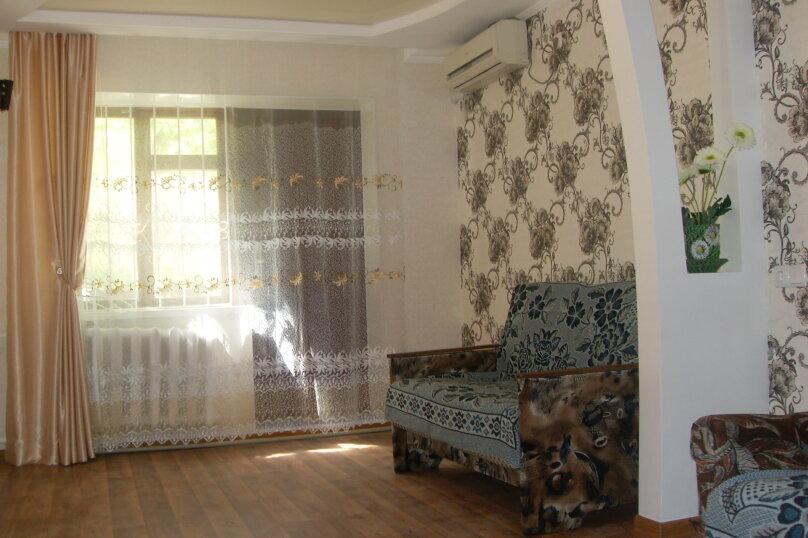 Сдам частный домик в районе парка, 70 кв.м. на 8 человек, 2 спальни, улица Токарева, 9, Евпатория - Фотография 1