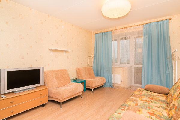 1-комн. квартира, 48 кв.м. на 4 человека, улица 8 Марта, 173, Екатеринбург - Фотография 1