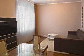 2-комн. квартира, 56 кв.м. на 4 человека, Спасская, 1к2, метро Мякинино, Москва - Фотография 1
