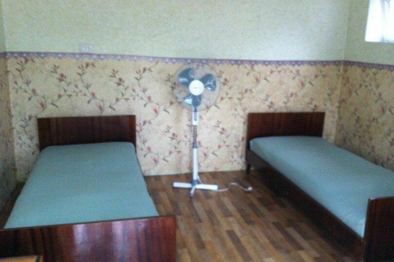 Уютный гостевой дом на 4 номера, Морская улица, 3 на 6 комнат - Фотография 9