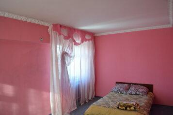 2-комн. квартира, 60 кв.м. на 4 человека, улица Петра Мерлина, 17, Бийск - Фотография 1