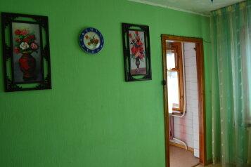 2-комн. квартира, 60 кв.м. на 4 человека, улица Петра Мерлина, 17, Бийск - Фотография 4