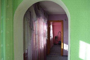2-комн. квартира, 60 кв.м. на 4 человека, улица Петра Мерлина, 17, Бийск - Фотография 2
