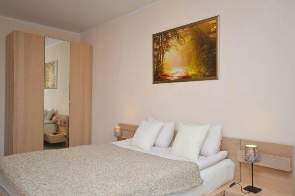 2-комн. квартира, 65 кв.м. на 4 человека, Советская улица, 56, Центральный район, Новосибирск - Фотография 1