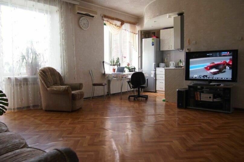 2-комн. квартира, 60 кв.м. на 4 человека, улица Дзержинского, 176, Таганрог - Фотография 1