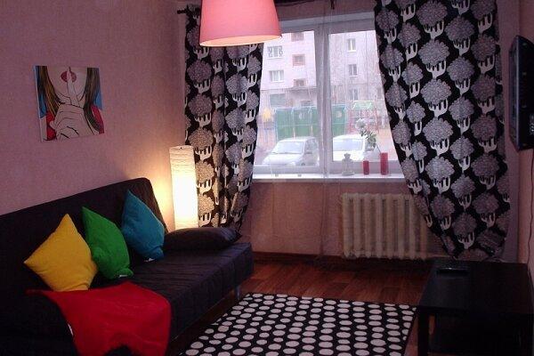1-комн. квартира, 38 кв.м. на 1 человек, улица Юности, 5, район Запсковье, Псков - Фотография 1