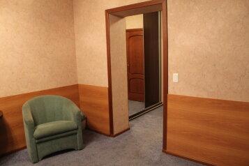 Номер:  Номер, Люкс, 2-местный, 1-комнатный, Гостевой дом, улица Владимира Ленина, 228 на 8 номеров - Фотография 4