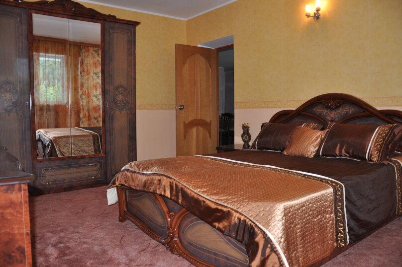 Апартаменты 90 кв. м. 3-х комнатные, 90 кв.м. на 8 человек, 3 спальни, 2-й Черноморский переулок, 10, Витязево - Фотография 7