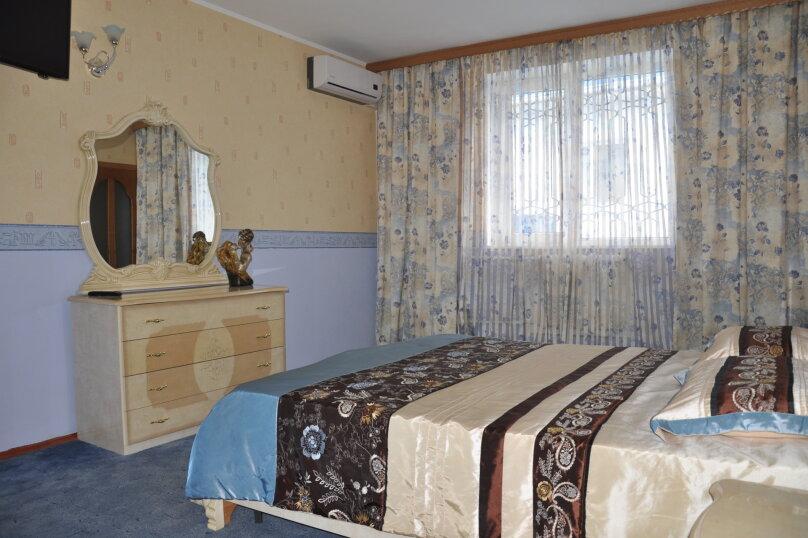 Апартаменты 90 кв. м. 3-х комнатные, 90 кв.м. на 8 человек, 3 спальни, 2-й Черноморский переулок, 10, Витязево - Фотография 1
