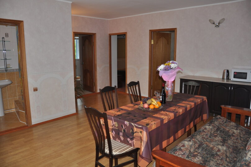 Апартаменты 90 кв. м. 3-х комнатные, 90 кв.м. на 8 человек, 3 спальни, 2-й Черноморский переулок, 10, Витязево - Фотография 9