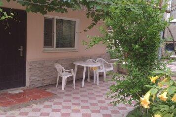 Сдается коттедж + дом, 80 кв.м. на 7 человек, 4 спальни, Русская улица, Феодосия - Фотография 1