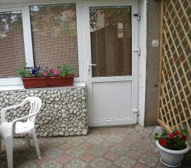 Номер  с кухней под ключ на 4 чел., 45 кв.м. на 4 человека, 1 спальня, Приморская улица, 12, Черноморское - Фотография 1
