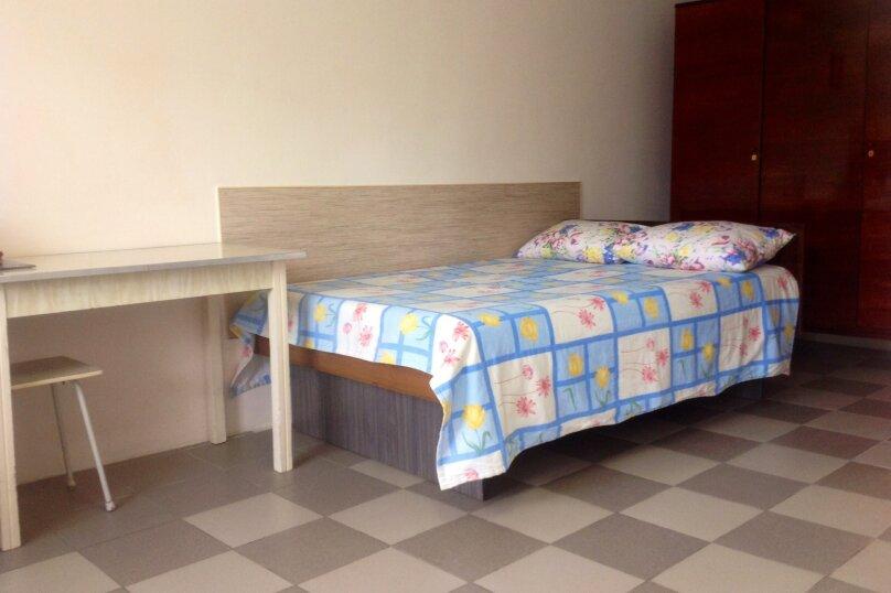 Сдаю домик в центре Саки, улица Ленина, 3 на 2 комнаты - Фотография 1