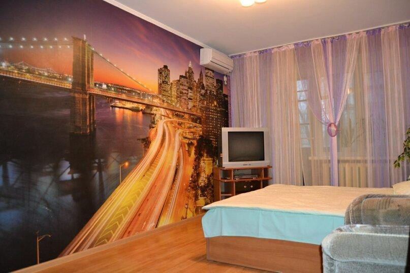 2-комн. квартира, 56 кв.м. на 6 человек, улица Генерала Ватутина, 8, Волгоград - Фотография 1