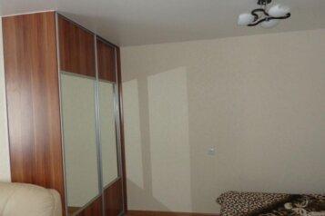 1-комн. квартира на 2 человека, Кузнецкстроевский проспект, 32А, Центральный район, Новокузнецк - Фотография 1
