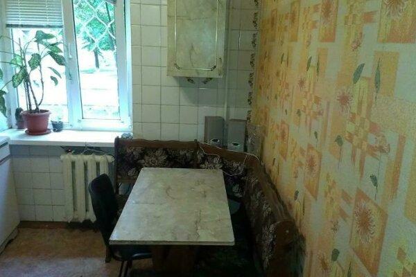 1-комн. квартира, 32 кв.м. на 4 человека, проспект Бардина, 15, Центральный район, Новокузнецк - Фотография 1