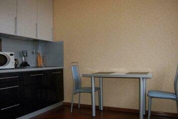 2-комн. квартира на 4 человека, улица Покрышкина, 30, Центральный район, Новокузнецк - Фотография 4