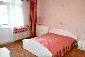 3-комн. квартира на 6 человек, Пионерский проспект, 4, Центральный район, Новокузнецк - Фотография 1