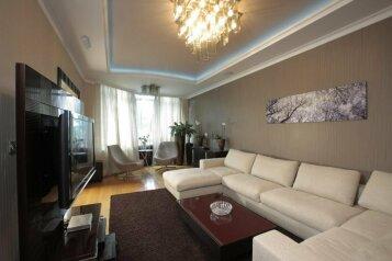 2-комн. квартира, 59 кв.м. на 4 человека, улица Запарина, 35, Центральный округ, Хабаровск - Фотография 1