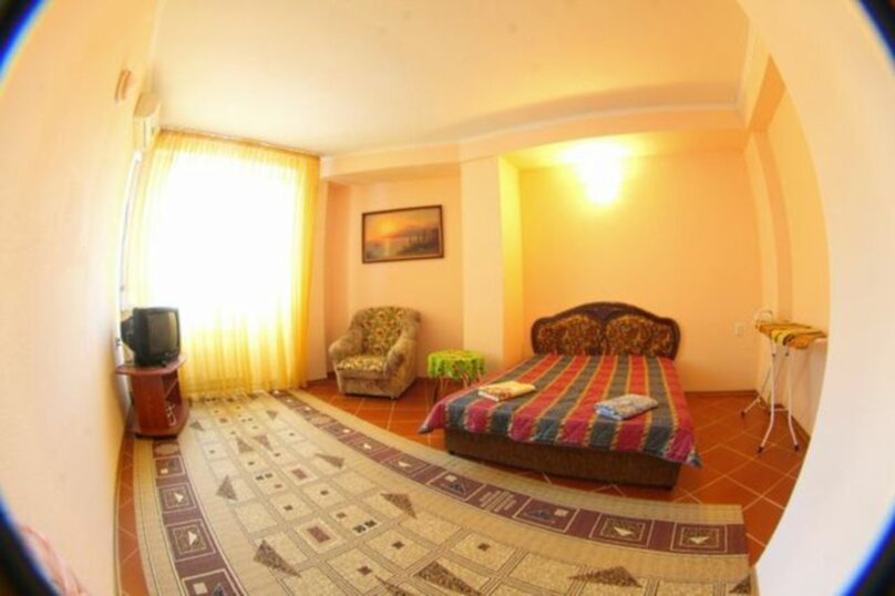 #Дом в Ялте с двориком, для семейного отдыха с детьми., улица Ломоносова, 51А на 2 комнаты - Фотография 2
