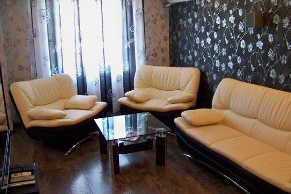3-комн. квартира на 6 человек, улица Сеченова, 23, Новокузнецк - Фотография 1