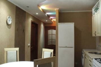 3-комн. квартира на 6 человек, проспект Строителей, 86, Новокузнецк - Фотография 1